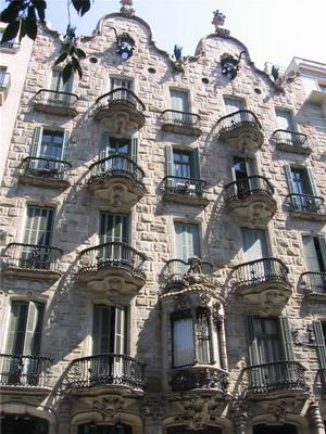1898-1900 гг., Дом Кальвет, Барселона, Испания.