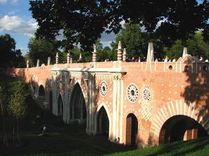 Большой мост через овраг в Царицыно, Москва, Россия.