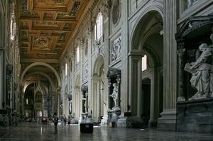 Интерьер базилики Сан Джованни ин Латерано.