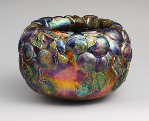 Чашка 1899 г., Музей Метрополитен, США..
