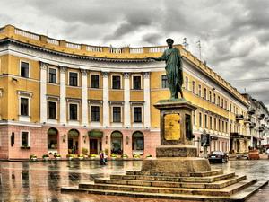 Памятник губернатору Э. Ришелье 1823-1828 гг., Одесса.