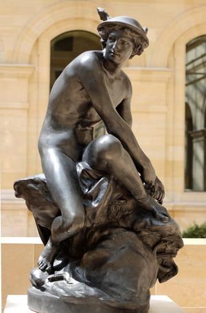 Меркурий, завязывающий сандалию 1744 г., Лувр, Париж.