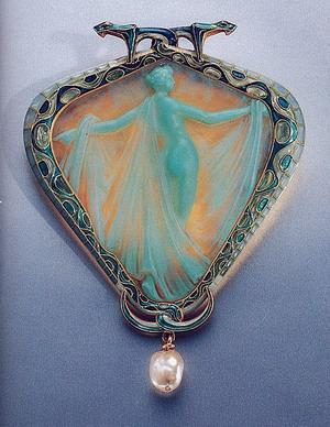 Брошь  Саломея . Золото, эмаль, стекло, жемчуг; 1904-1905 гг.